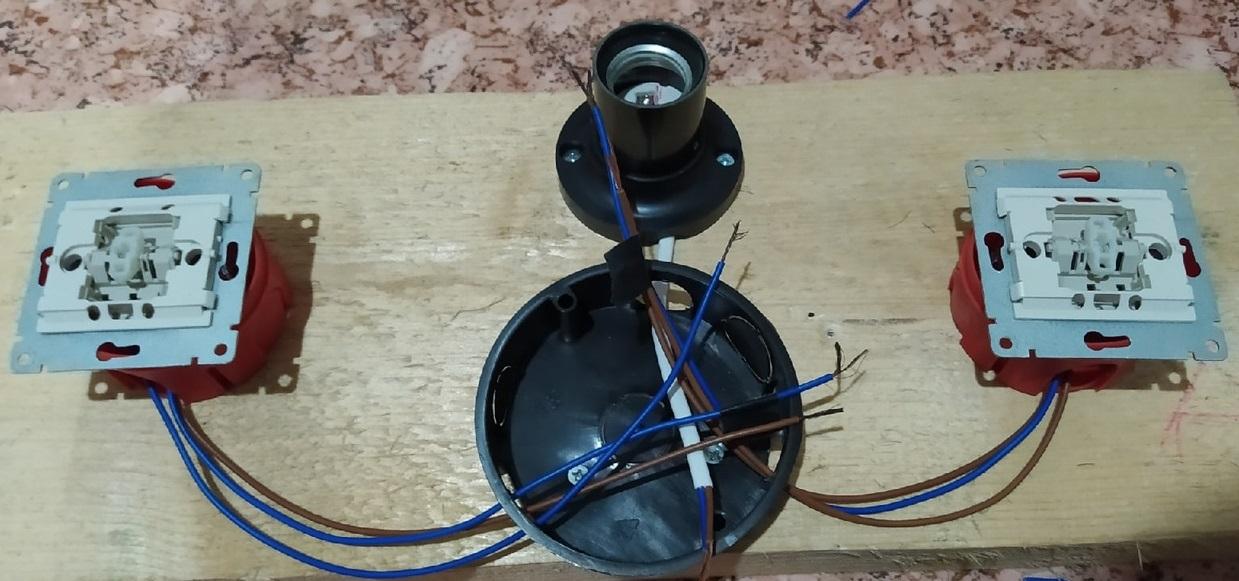схема одноклавишного проходного выключателя